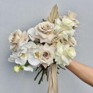 Букет невесты из орхидеей и пионовидных роз art. 05-101