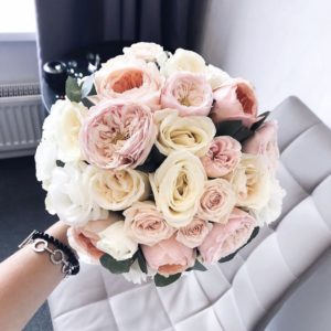 Букет невесты с пионовидными розами art. 05-144