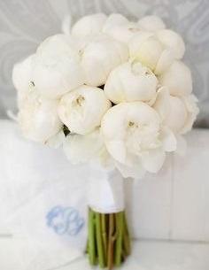 Букет невесты из белых пионов art. 05-81