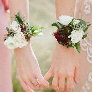 Браслет для невесты из живых цветов art.06-03