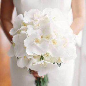 Букет невесты из орхидей белый