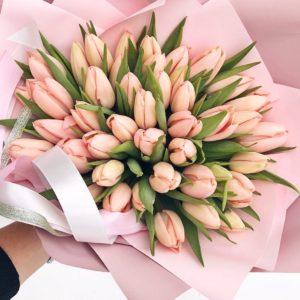 Букет из тюльпанов в коробке art.13-58