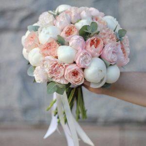 Букет невесты из пионов и пионовидной розы Art.05 83