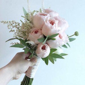 Букет невесты из пионовидных роз art. 05-135