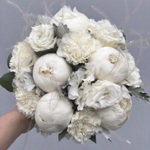 Букет невесты из пионов и белой эустомы Art. 05 93