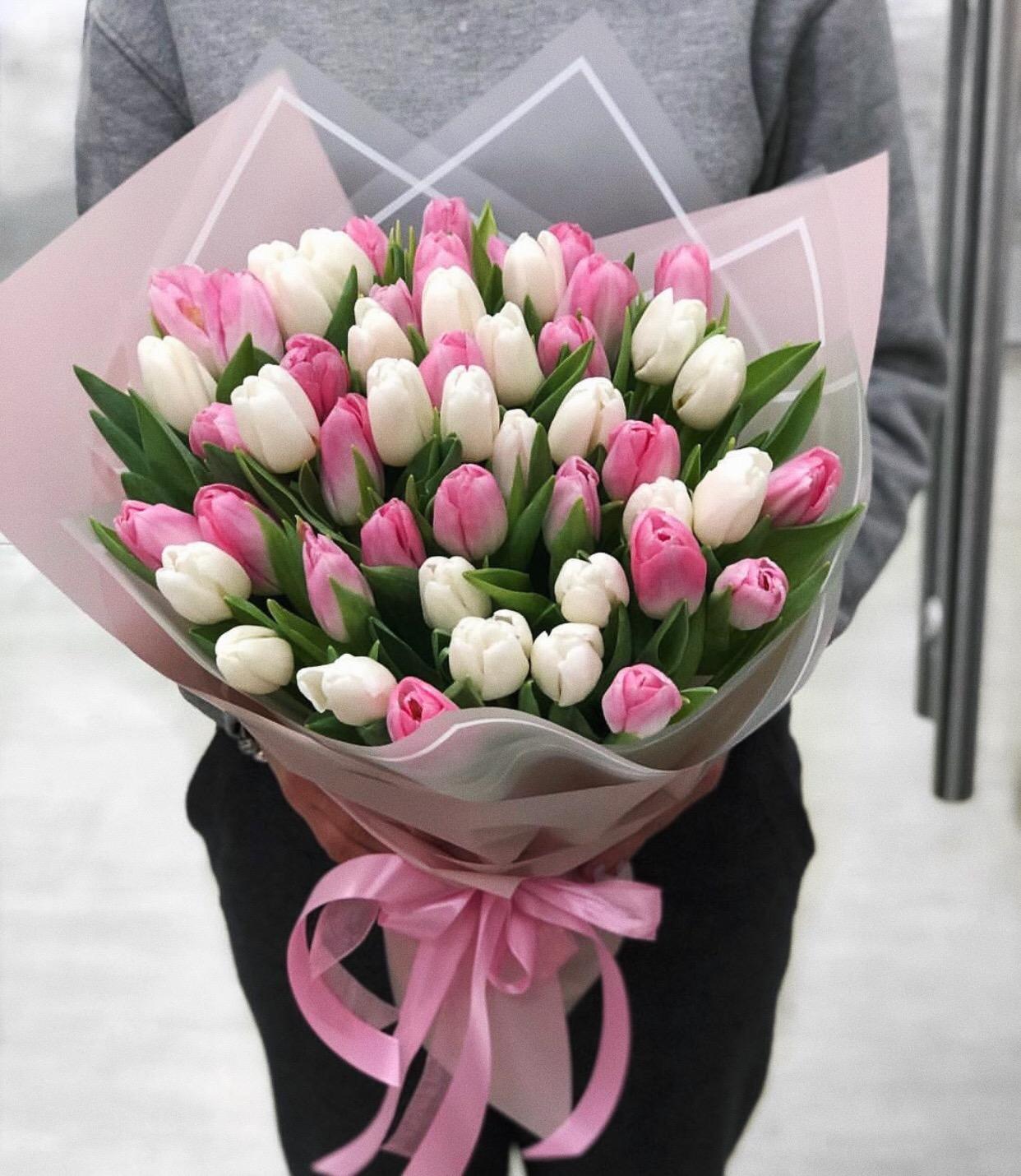 скорее маленькие картинки с тюльпанами для женщин, которые