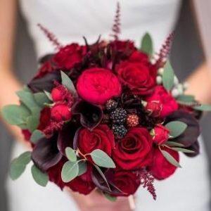 Свадебный букет из калл, роз, астильбы