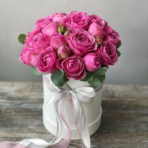 Букет в шляпной коробке из роз Art.13 049