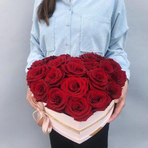 Коробка сердце из красных роз art. 03-21