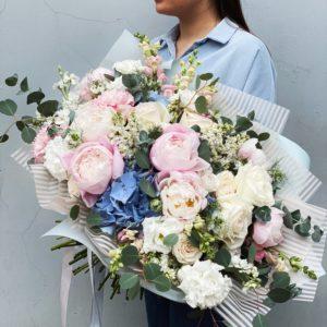Букет сборный с пионами и пионовидными розами art.14-08