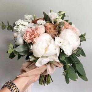 Букет невесты с пионом и пионовидной розой Art.05 92